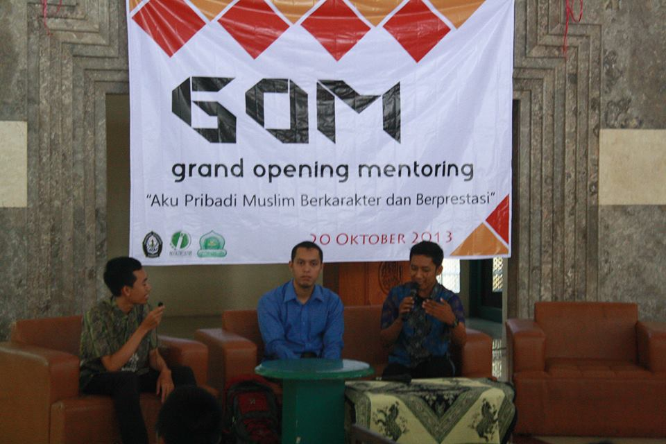Gambar 2. Talkshow dengan akh Khoirudin dan Akh Taufiq